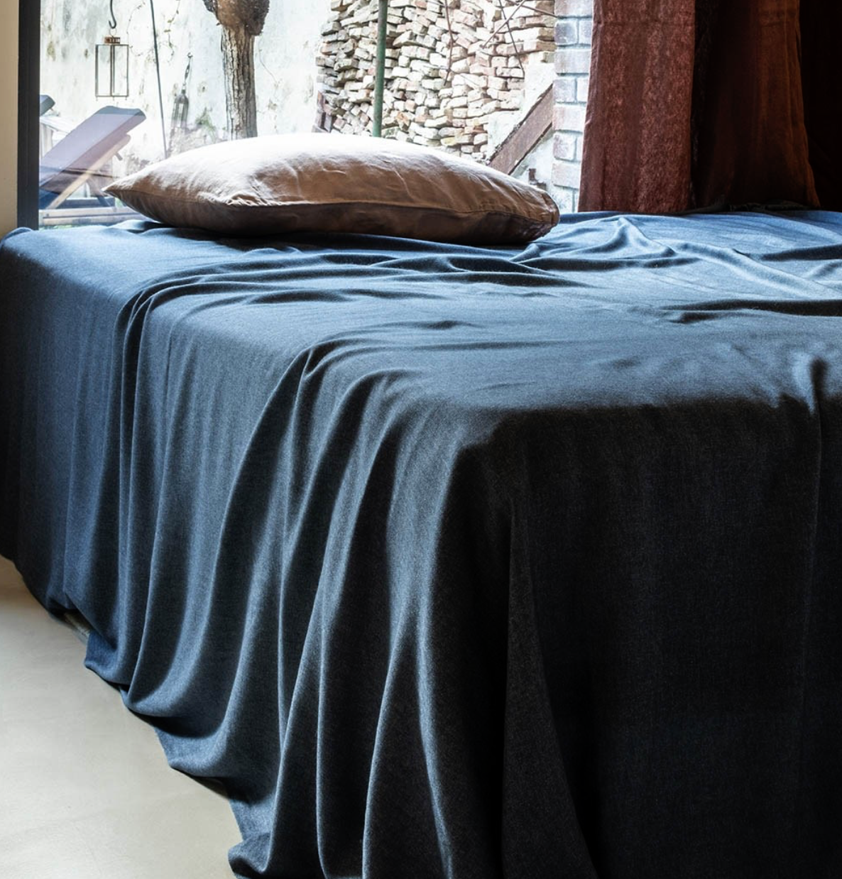 BVT Bedspread and extra fine blanket TOURFAN / 50% cashmere - 50% silk / 150 g / m² / 260 x 260 cm