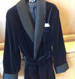 Piet Nollet Short dressing gown: made of cotton velvet with contrasting 100% satin silk quilted lining and belt.