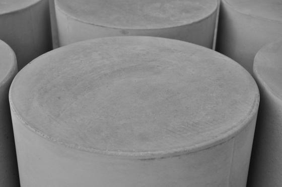 Ronde poefs beton, praktisch en uiterst veelzijdig