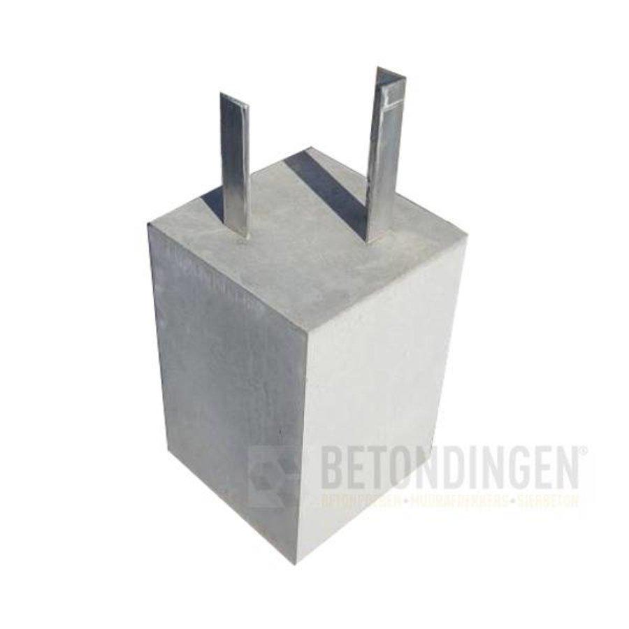 Betonpoer 18x18x30 cm met alu. hoeklijn