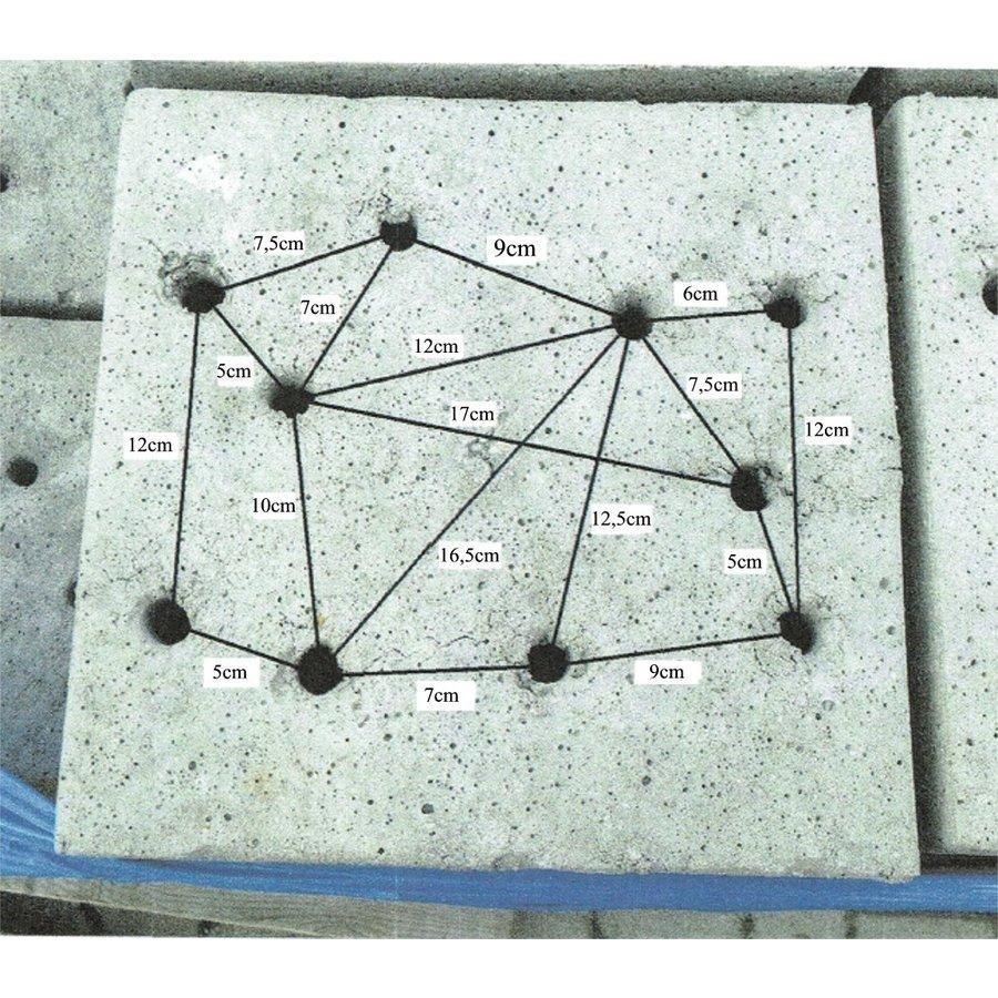 Betonpoer 30x30 en 20 cm hoog grijs met 10 gaten