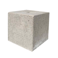 Betonpoer 30x30 en 30 cm hoog grijs met gat diameter 6,5 cm
