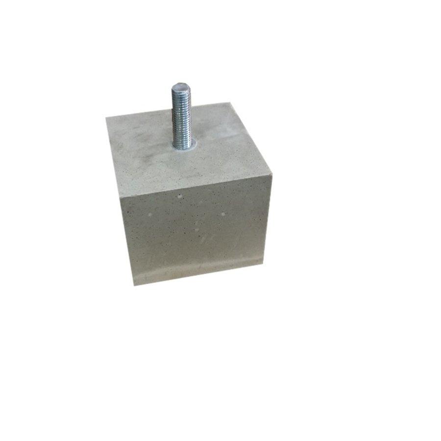 Betonpoer 12x12 en 10 cm hoog M16