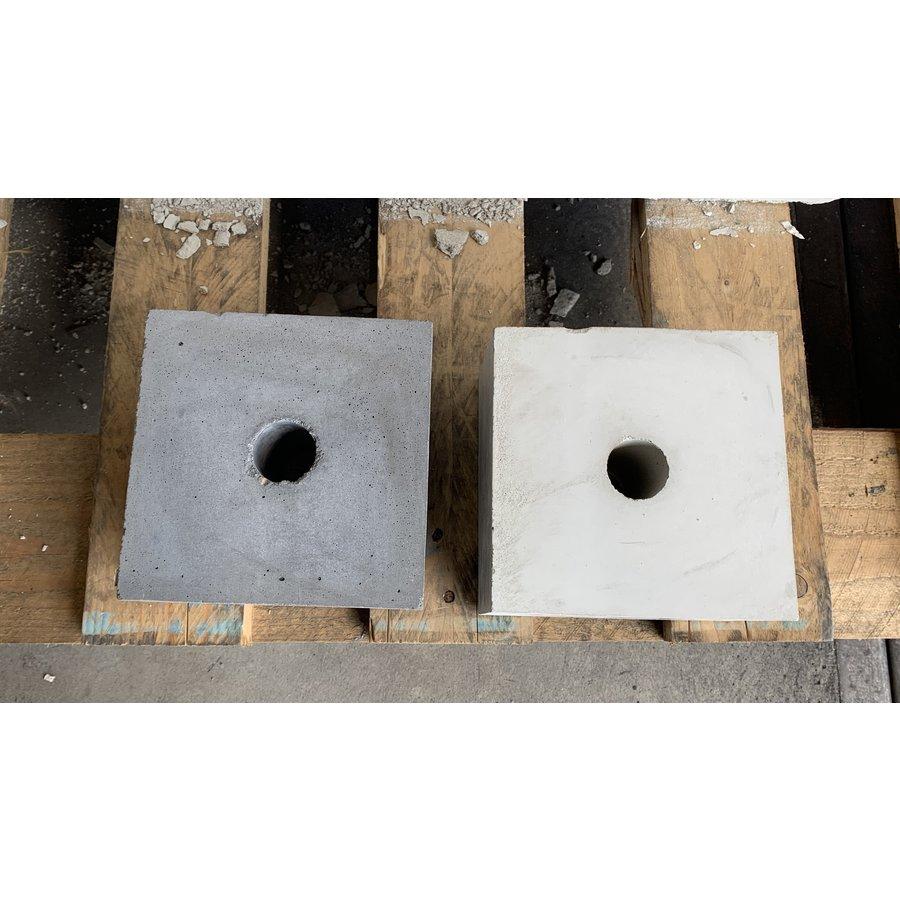 Prefab Betonpoer 15x15x10 cm met doorlopend gat 32mm