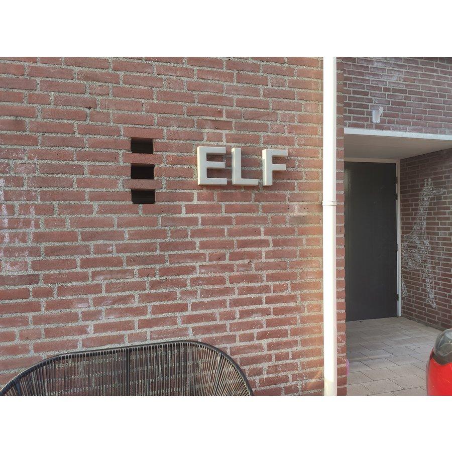 Betonnen letter E