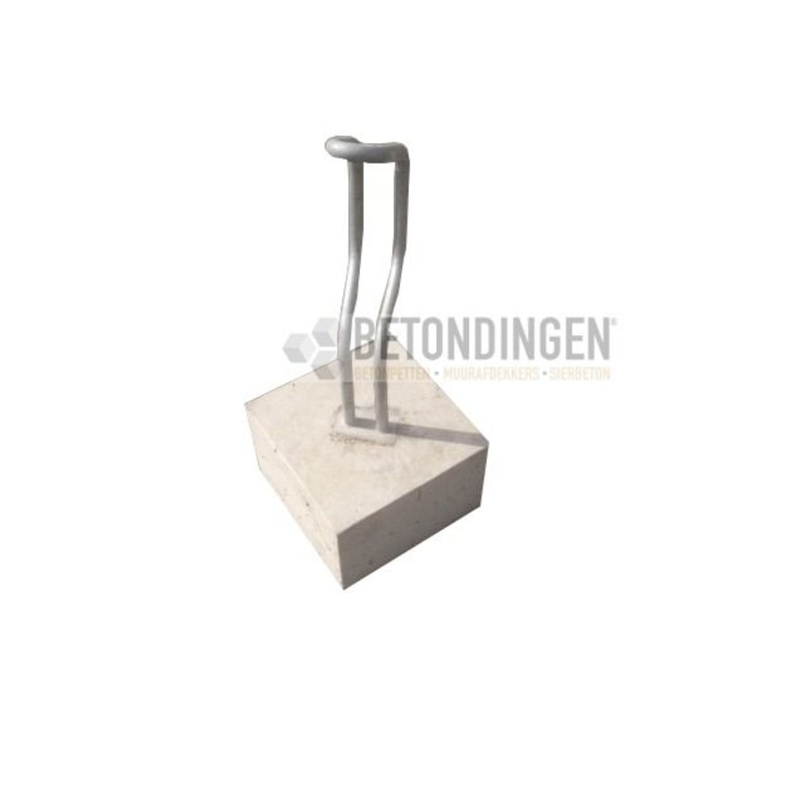 Fietsenbeugel van beton, diagonaal