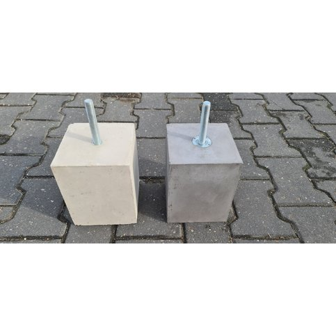 Betonpoer 15x15 en 20 cm hoog M16
