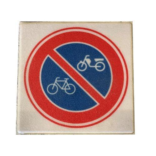 Betontegel ''verboden fietsen en bromfietsen te plaatsten''