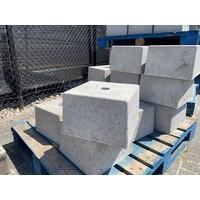 Betonpoer 30x30 en 20 cm hoog grijs met gat 4 cm