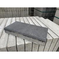 Betontegel 30x15x4,5 cm antraciet met facet
