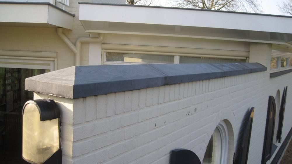 Muurafdekkers van beton plaatsen