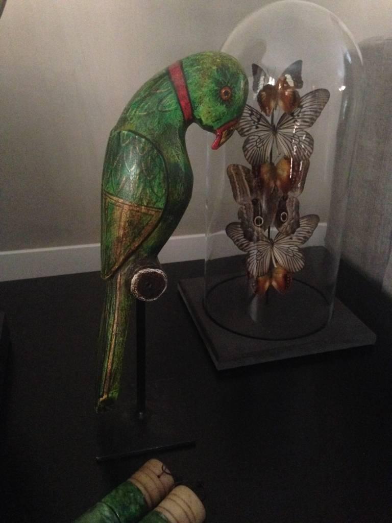 Houten papegaai op statief