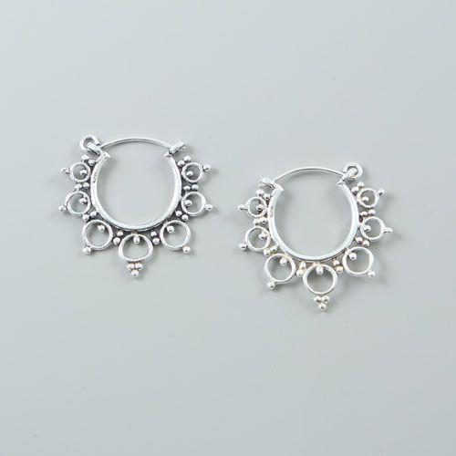 LAVI Bewerkte oorringen van echt zilver.