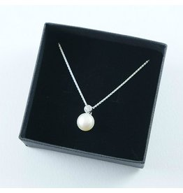 LAVI Freshwater Pearl pendant with chain