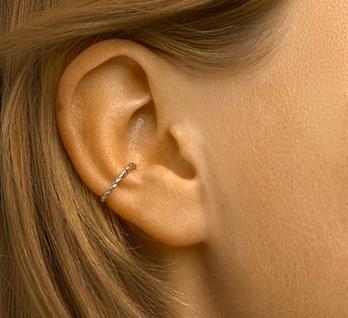 Ear cuff gedraaid
