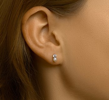 Ear studs pearl and zirconia