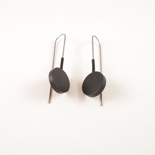Moderne oorbellen Zwart