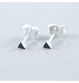 LAVI Zwarte Mini Driehoek Oorknoppen Onyx