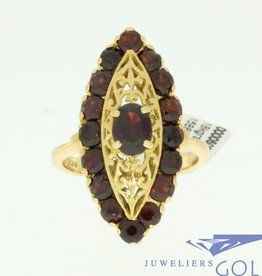 vintage 18k gold ring with 1 big and 16 little garnet
