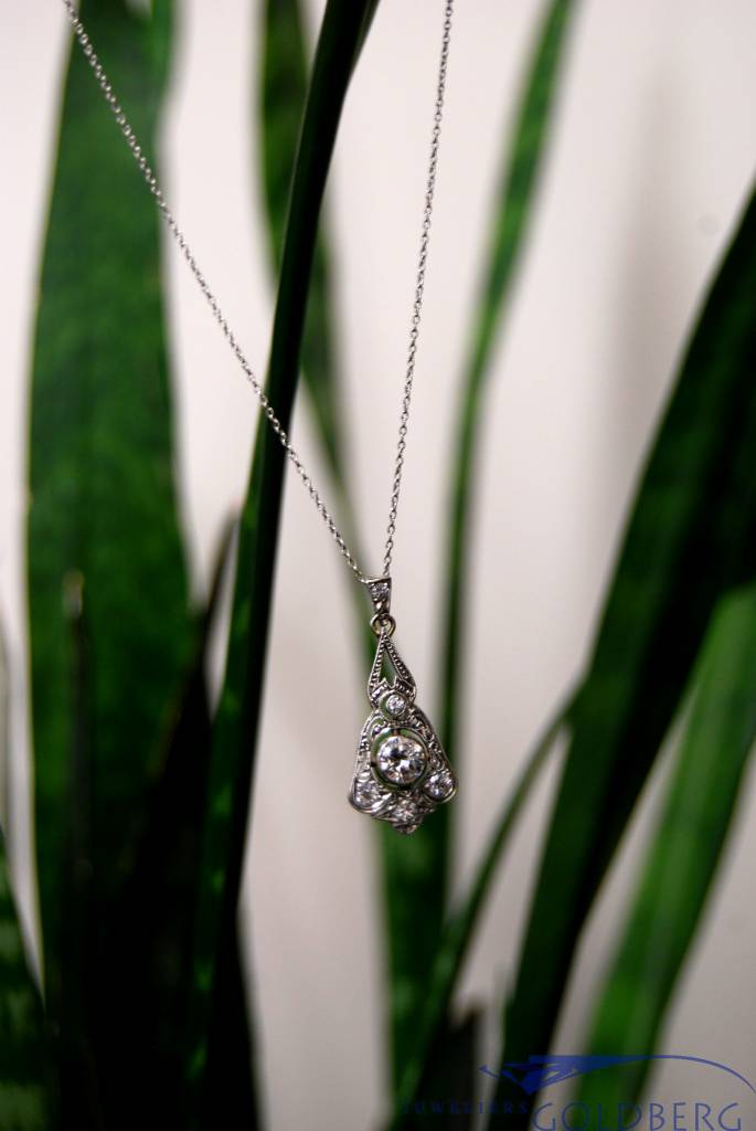 platinum Art Deco pendant from the 1920s with diamonds