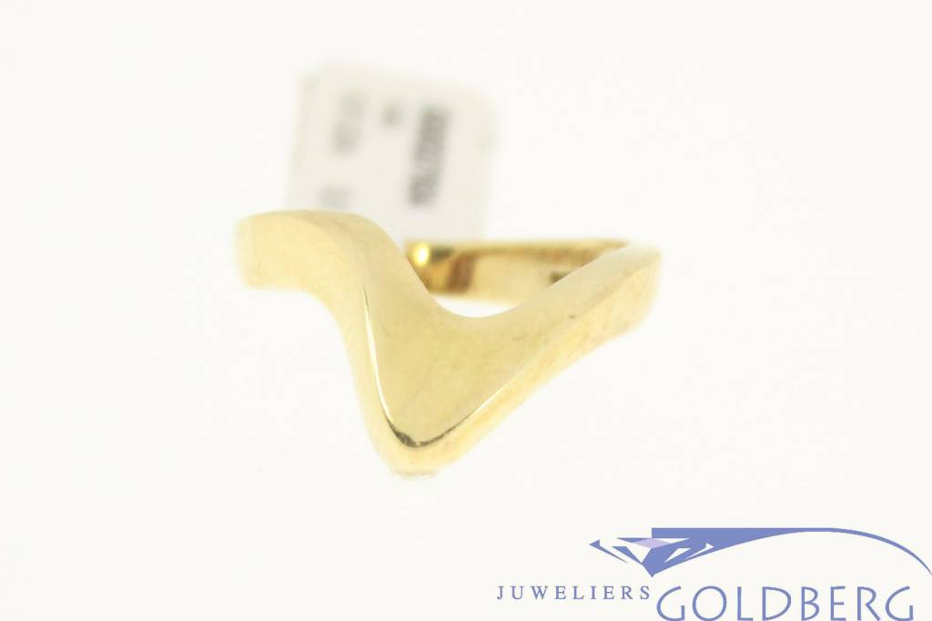 Special vintage 14 carat gold ring