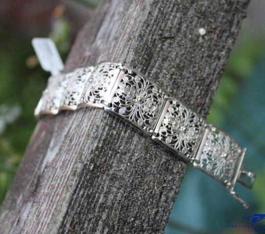 Vintage bracelets & Bangles