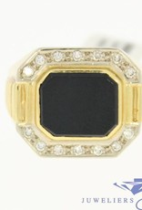 Robuste 14k gouden vintage ring met grote onyx en ca. 0.14ct briljant