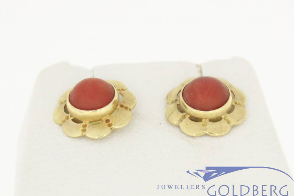 Vintage 14 carat gold wavy earstuds with red coral