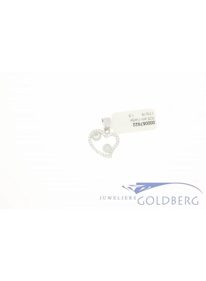 Silver heart pendant with zirconia