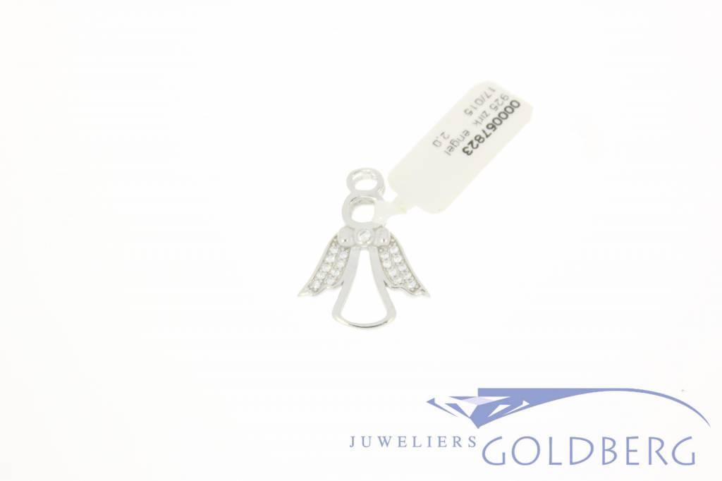 Zilveren engeltje met zirconia's