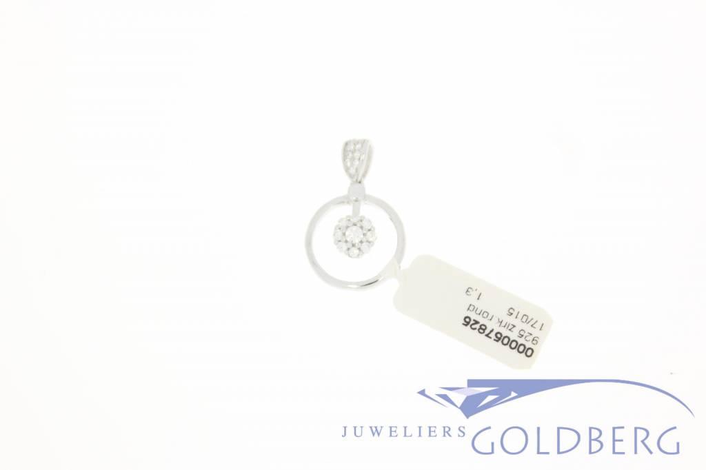 Silver circular pendant with zirconia