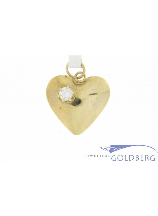 Vintage 14 carat yellow gold heart-shaped pendant with 1 zirconia