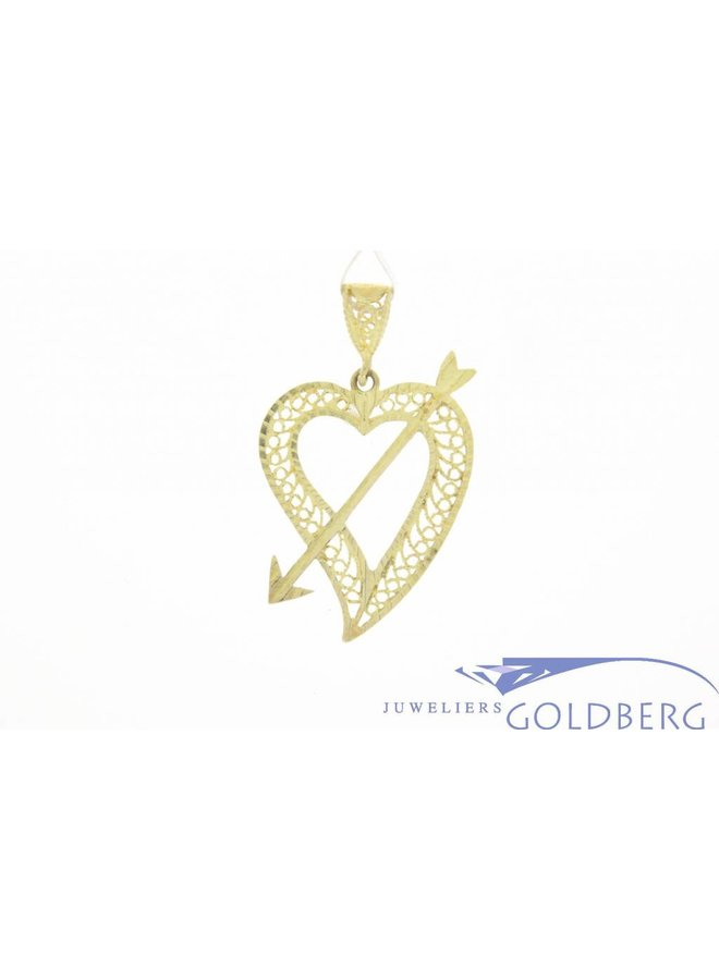 Vintage 14k gouden sierlijk bewerkte gouden open hanger hart en pijl