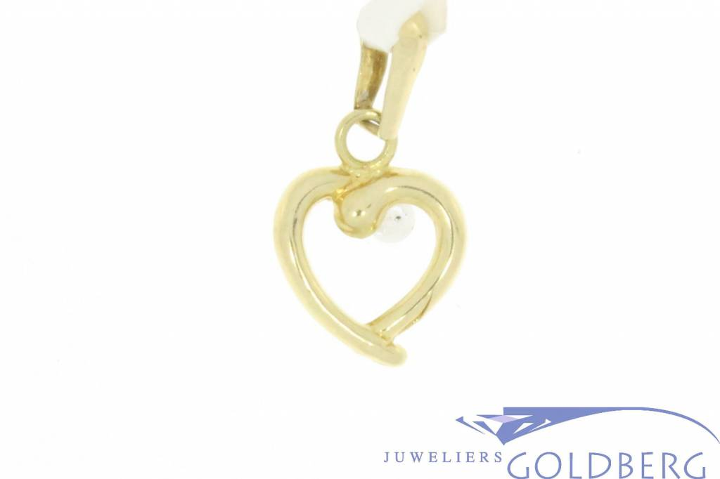 Fine 14 carat gold vintage tiny heart pendant