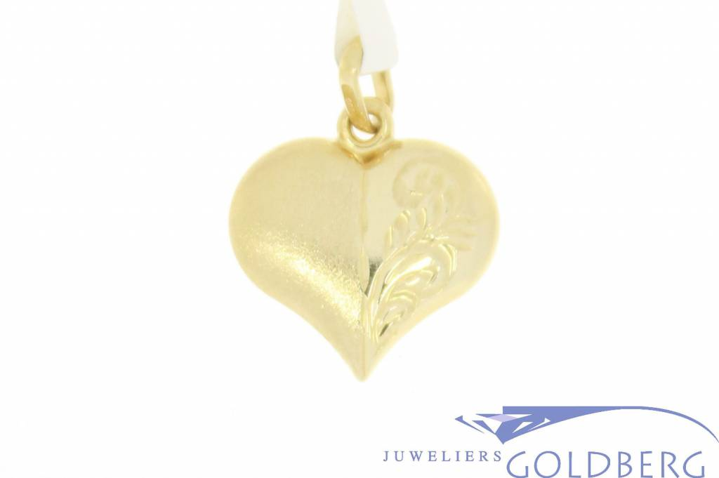 Vintage 14 carat gold decorated heart-shaped pendant