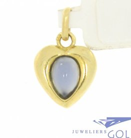 Lovely vintage 18 carat gold herat pendant with blue sapphire