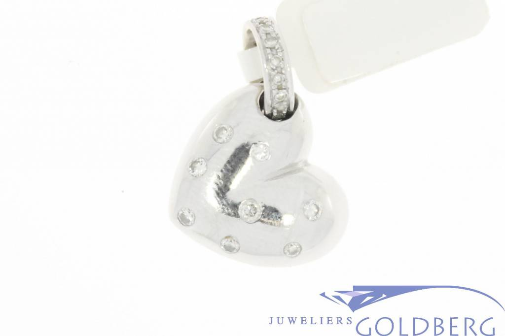 Vintage 14 carat white gold heart pendant with approx. 0.45pts brilliant cut diamond