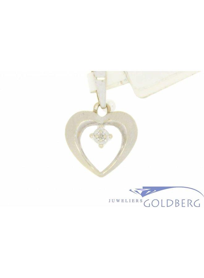 Vintage gematteerde 14k witgouden hartvormige hanger met ca. 0.10ct briljant