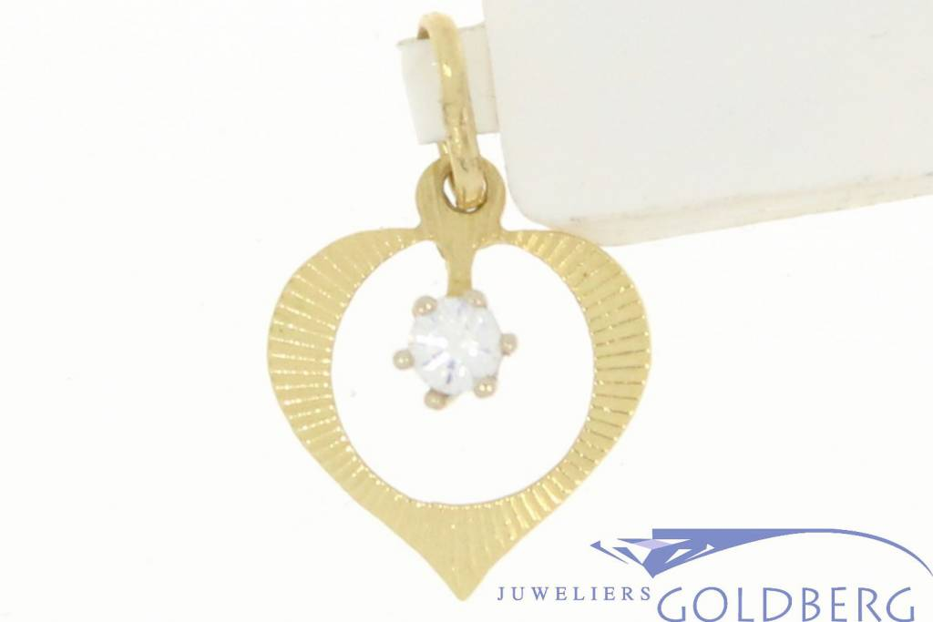 Delicate vintage 14 carat gold open heart pendant with zirconia
