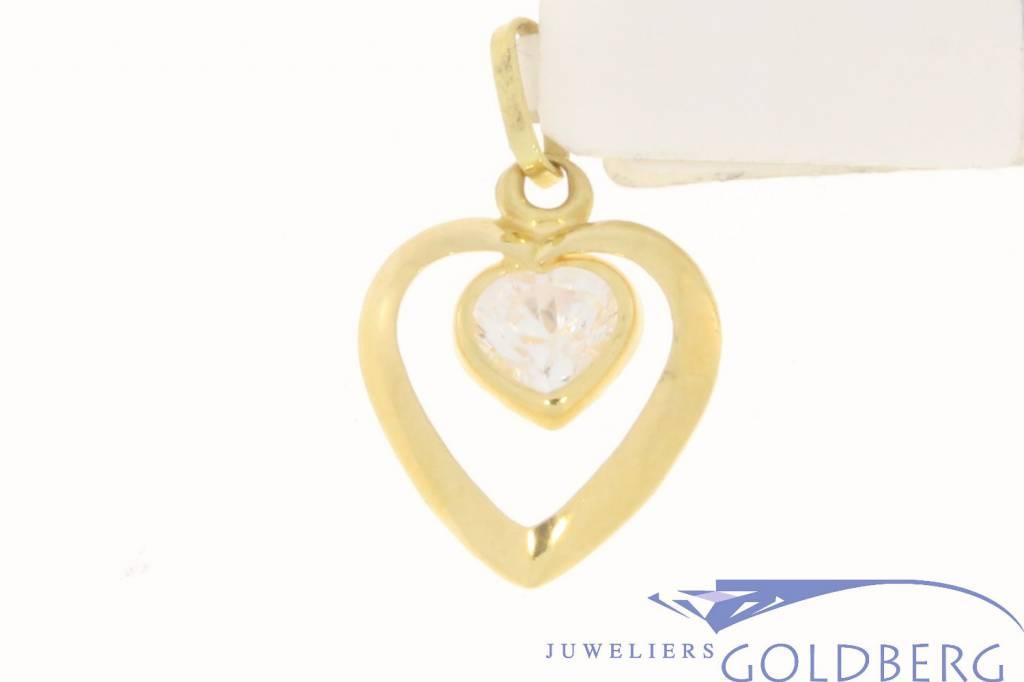 Vintage 18k gouden hanger met opengewerkt hart en hartvormige zirconia