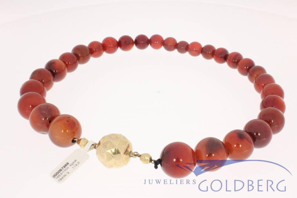 antique agate necklace with gold lock 1853-1906