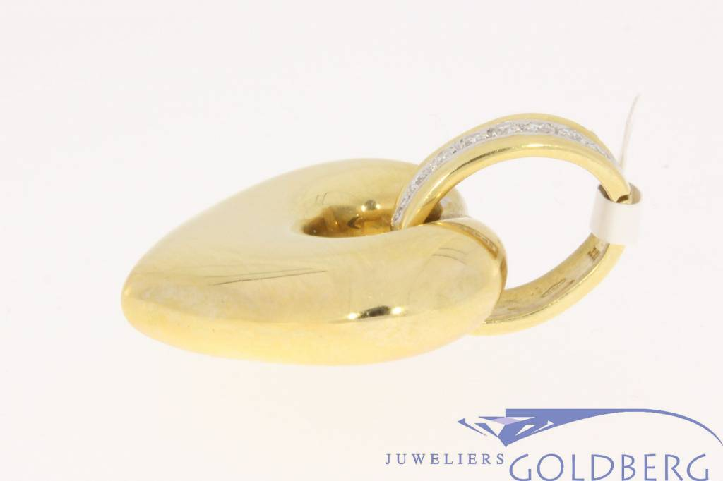 Robust vintage 18 carat gold heart-shaped pendant with approx. 0.32 brilliant cut diamond