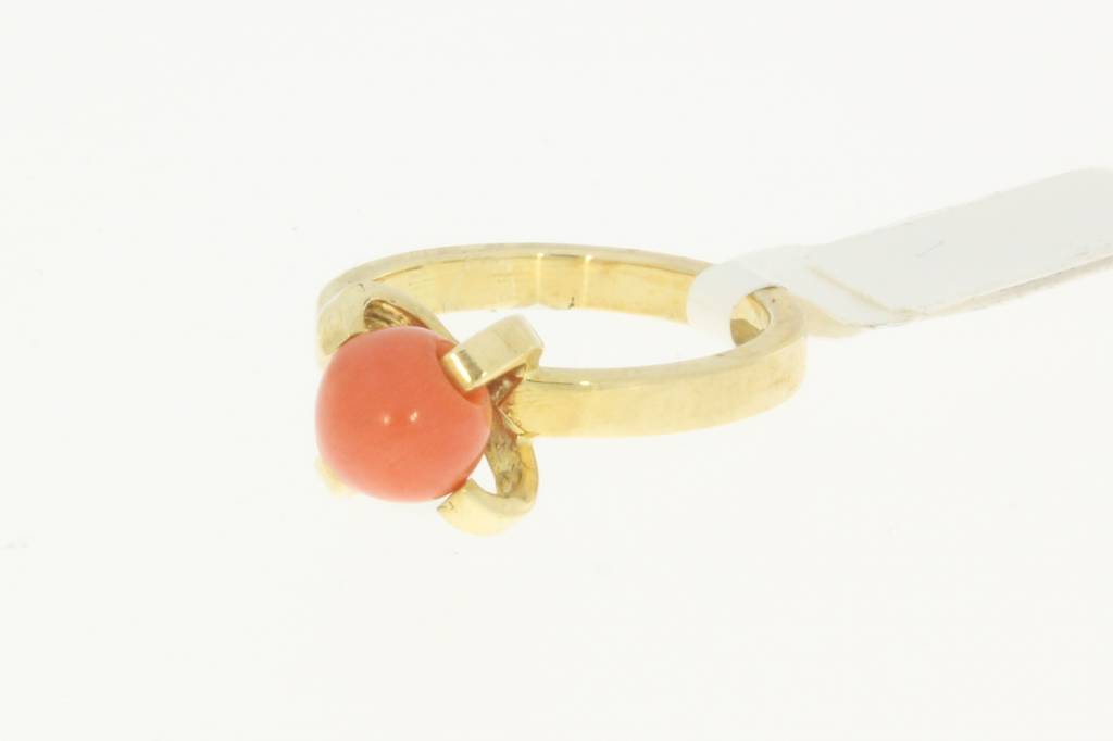 Vintage 14 carat gold solitaire ring with round red coral