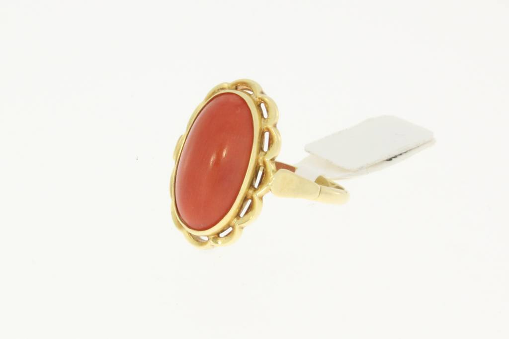 Vintage 14 carat gold ring with large red coral in flower ornament