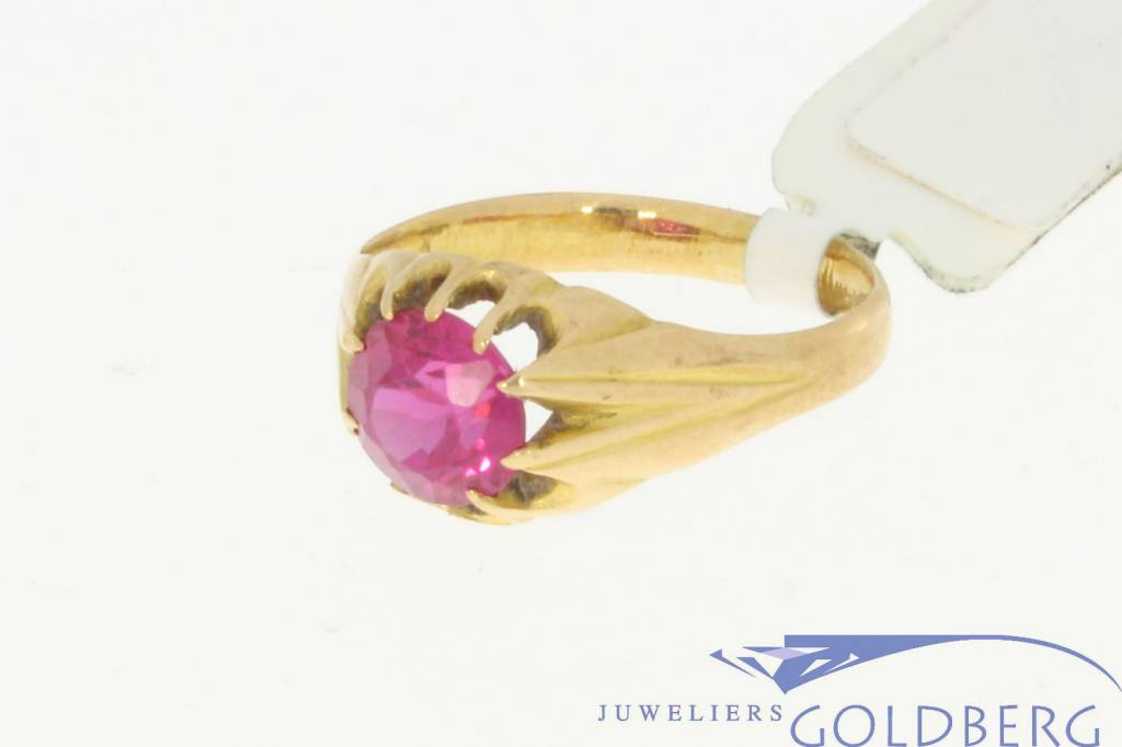 Vintage 18k gold ring with a pink spinel