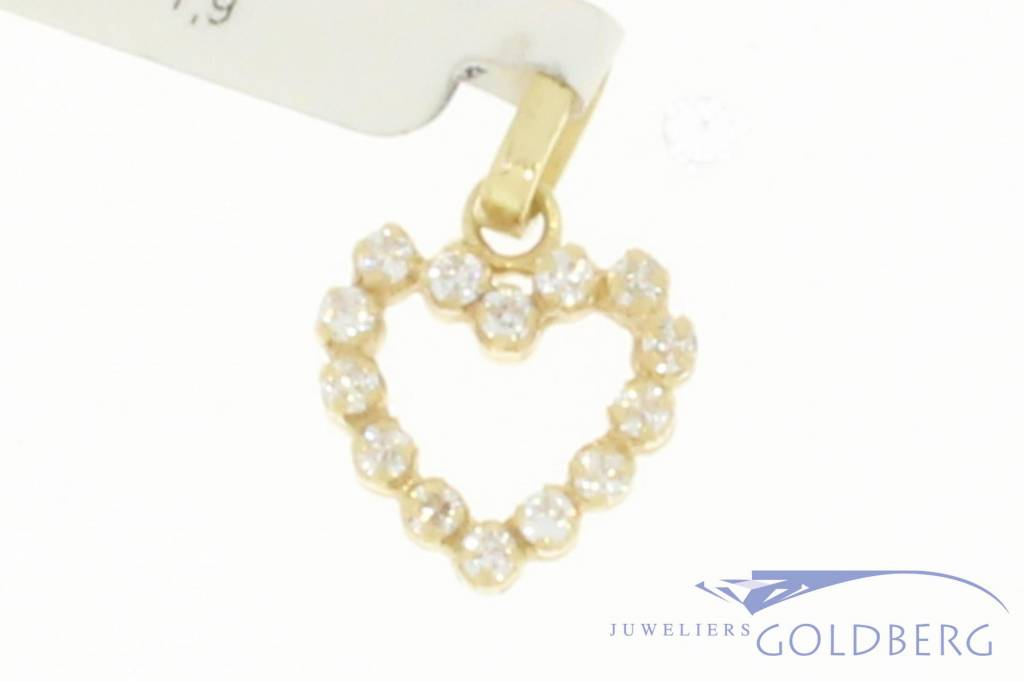 Vintage 18 carat gold heart pendant with zirconia