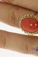 Klassieke 14k gouden vintage ring met bloedkoraal