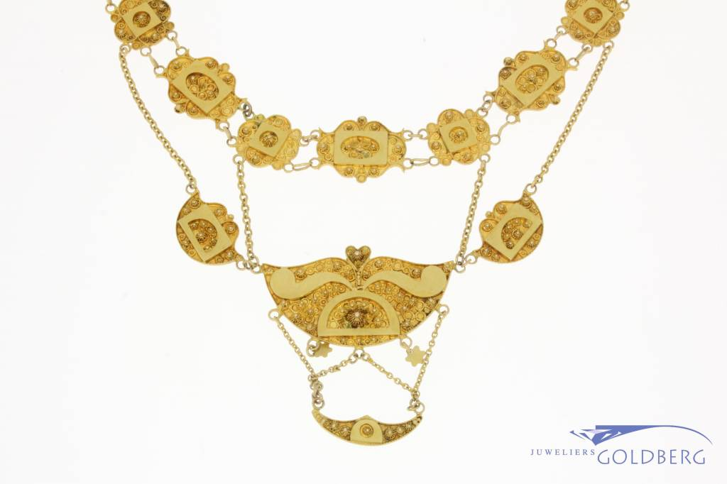 Antique 14 carat yellow gold necklace 1906-1953