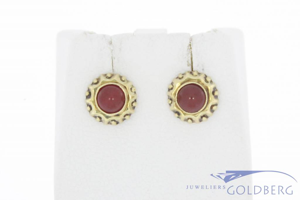 Vintage 14 carat gold edited earring with carnelian