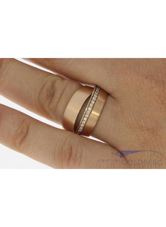 Vintage 14k rosé gouden gematteerde gekruiste alliance ring met briljant